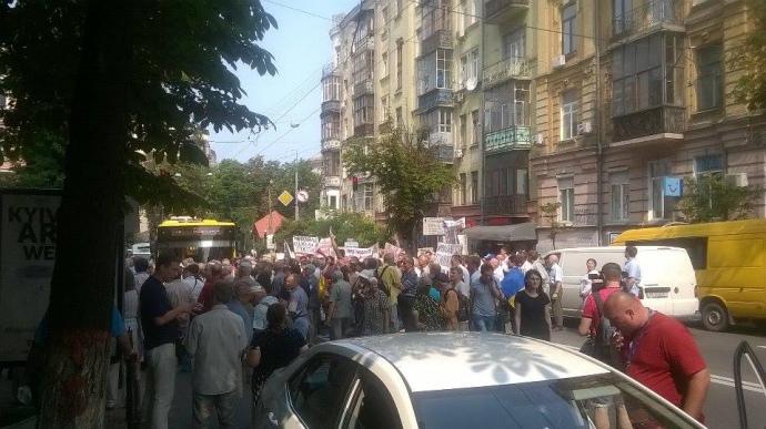 Вкладчики банков, митингующие вКиеве, объявили бессрочную акцию протеста
