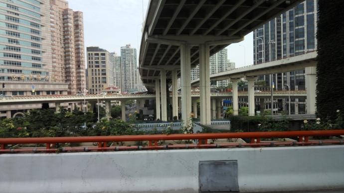 Обычная дорожная развязка в Шанхае
