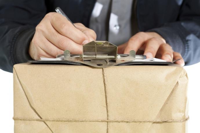 Введення податку на посилки з-за кордону відклали на рік