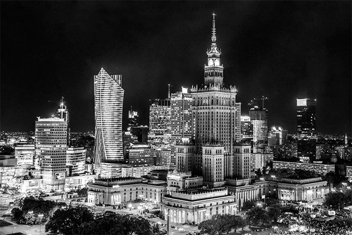 Населення Польщі на 4,2 мільйона менше за населення України, але її ВВП у 4,5 рази більший