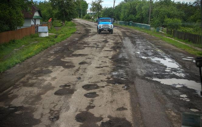 Українські дороги потрапили досписку найгірших усвіті