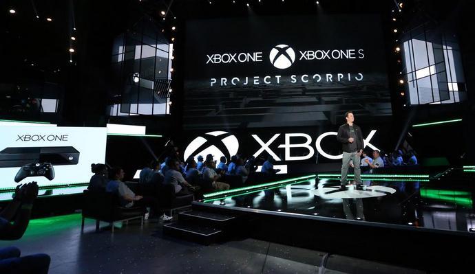 Глава игрового подразделения Microsoft Фил Спенсер на выставке E3 2016 анонсирует беспрецедентную игровую консоль Xbox Scorpio
