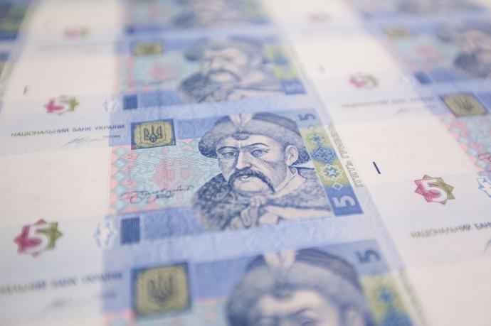 Курс валют на 12 мая: доллару и евро постучали со дна