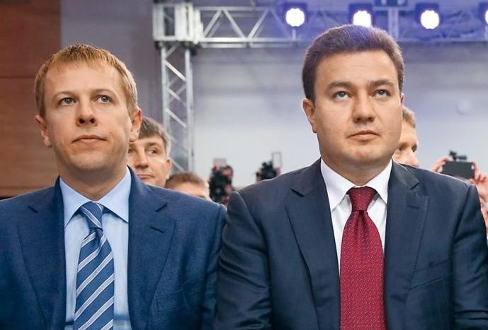 Бондар (справа) разом з ексоднопартійцем Віталієм Хомутинніком