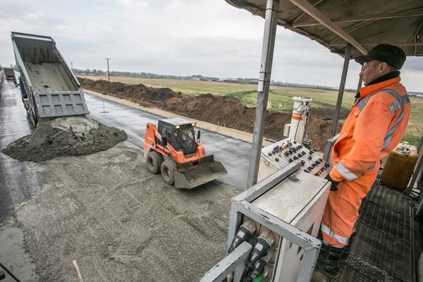 В Україні почнуть будувати дороги як в Америці - з бетону і на 4 смуги
