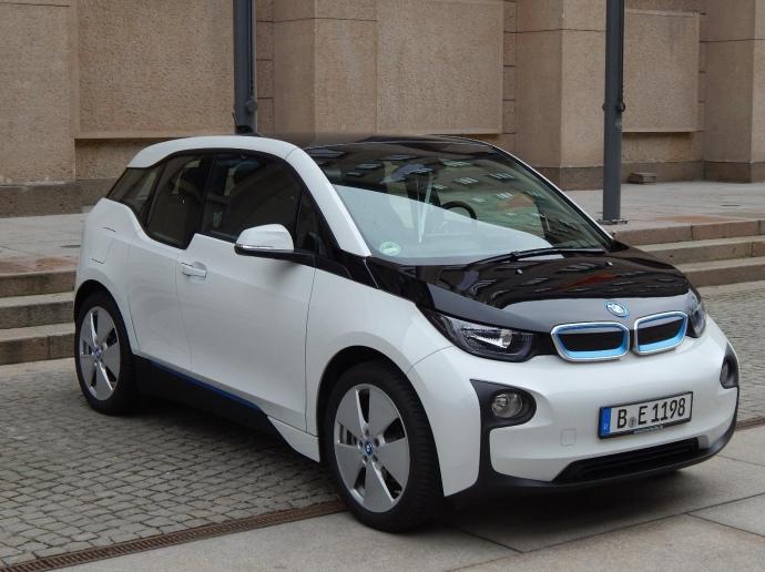 Серійний електромобіль BMW i3