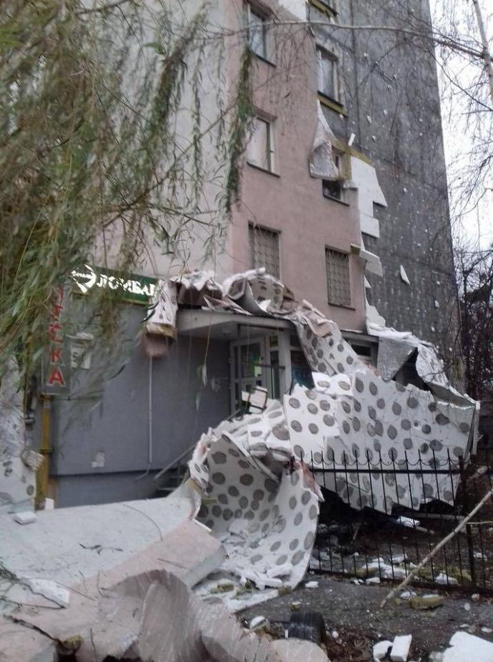 Утеплений фасад на вул. Зодчих у Києві обвалився через неправильний монтаж