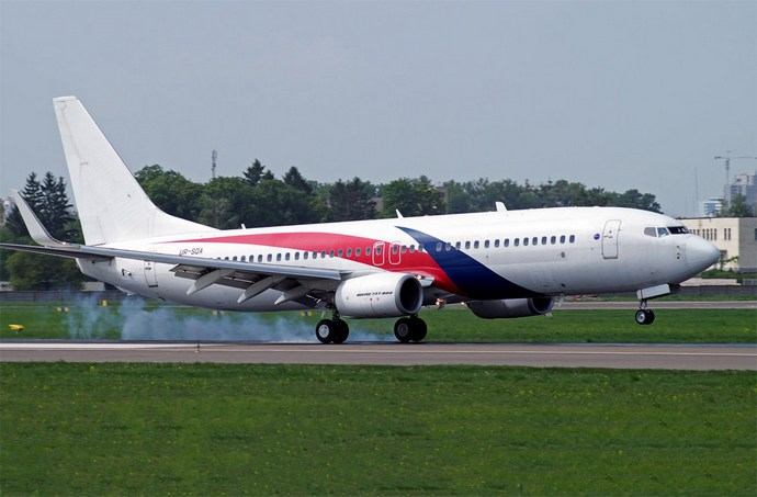Boeing 737-800 компанії SkyUp з лівреєю малазійських авіаліній