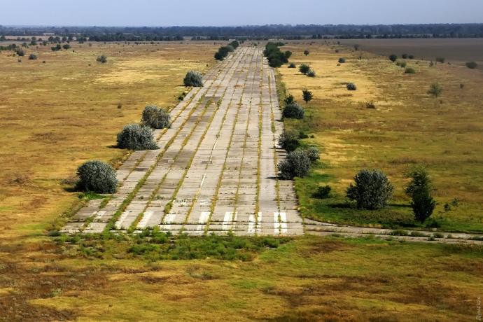 Злітно-посадкова смуга аеропорту