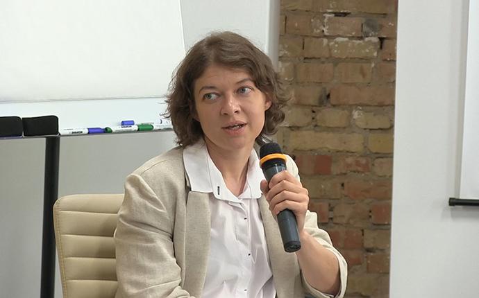 Олена Павленко.