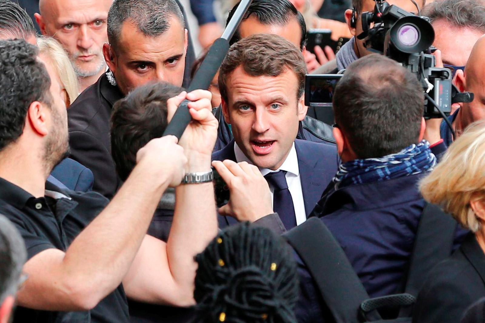 Кампания кандидата в президенты Франции Эммануэля Макрона была обнародована со всеми личными письмами и другими документами
