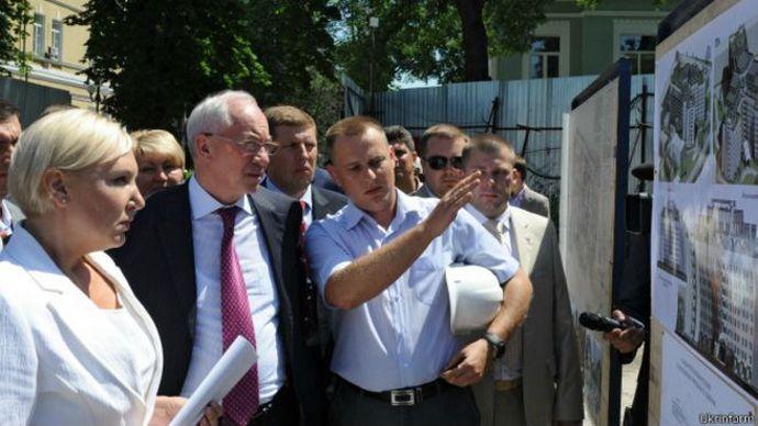 За часів прем'єрства Миколи Азарова. На фото з екс-прем'єром Ірина Коваль