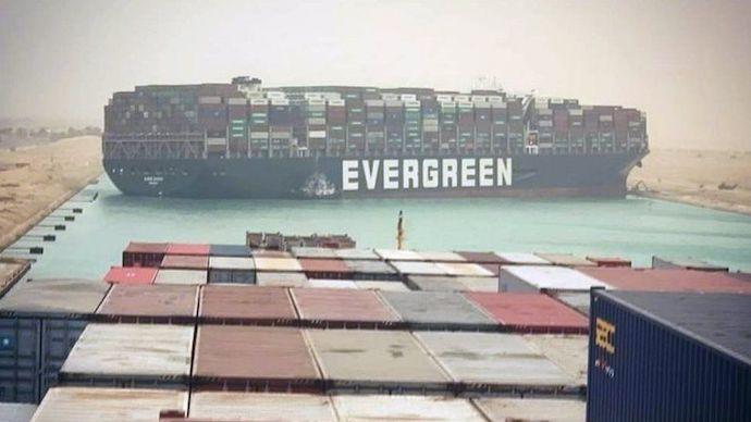 Аварія контейнеровоза Ever Green продемонструвала важливіть Суецького каналу для світової торгівлі