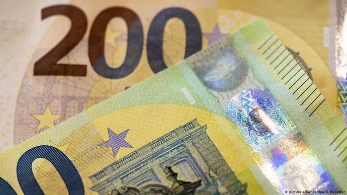 В государствах ЕСвводятся вобращение новые 100 и200евро