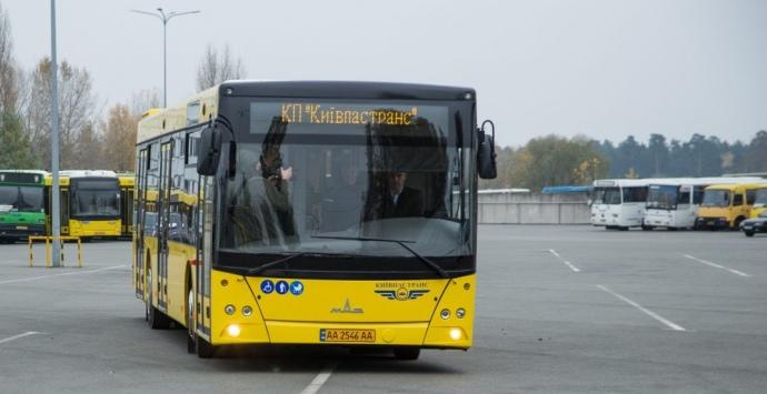 За рулем автобуса МАЗ - киевский городской глава Виталий Кличко