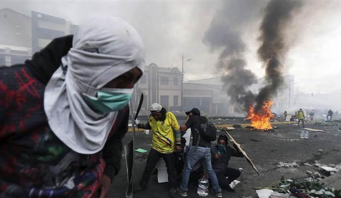В жовтні в Еквадорі тривали масові антиурядові протести через скасування державних субсидій на паливо.