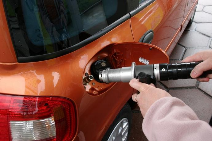 Сети АЗС повысили цены на автогаз | Экономическая правда