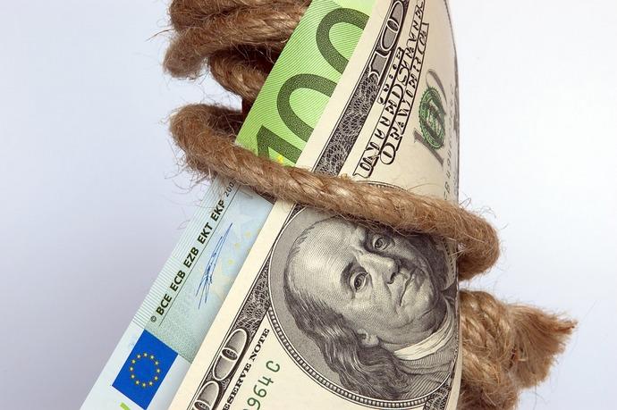 Кабмін прогнозує, щоу2019 році долар буде коштувати 30,5 грн