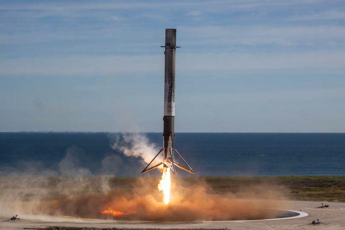 SpaceX запустила ракету Falcon 9 із космічним кораблем Dragon