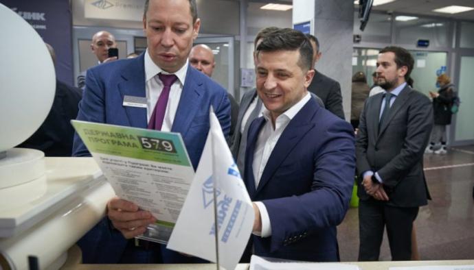 https://eimg.pravda.com/images/doc/d/2/d29d1dd-prezydent-ukrgazbank-840x480-c-1.jpeg