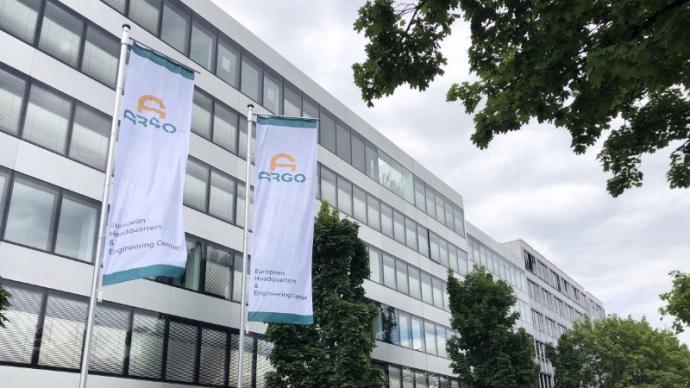 Прапори Argo біля офісу Volkswagen у Мюнхені