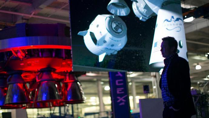 SpaceX оценилареализацию проекта Starlink в 10 млрд долларов. У компании есть собственная ракета-носитель, поэтому стоимость доставки спутников будет относительно невысокой.