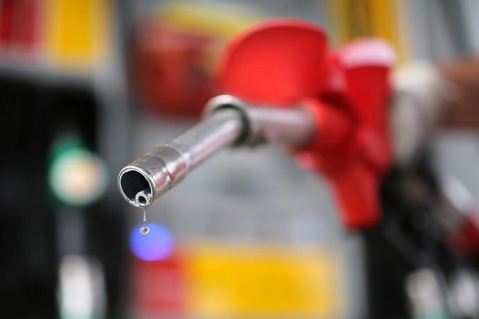 На українських АЗС дещо знизилися ціни на бензин
