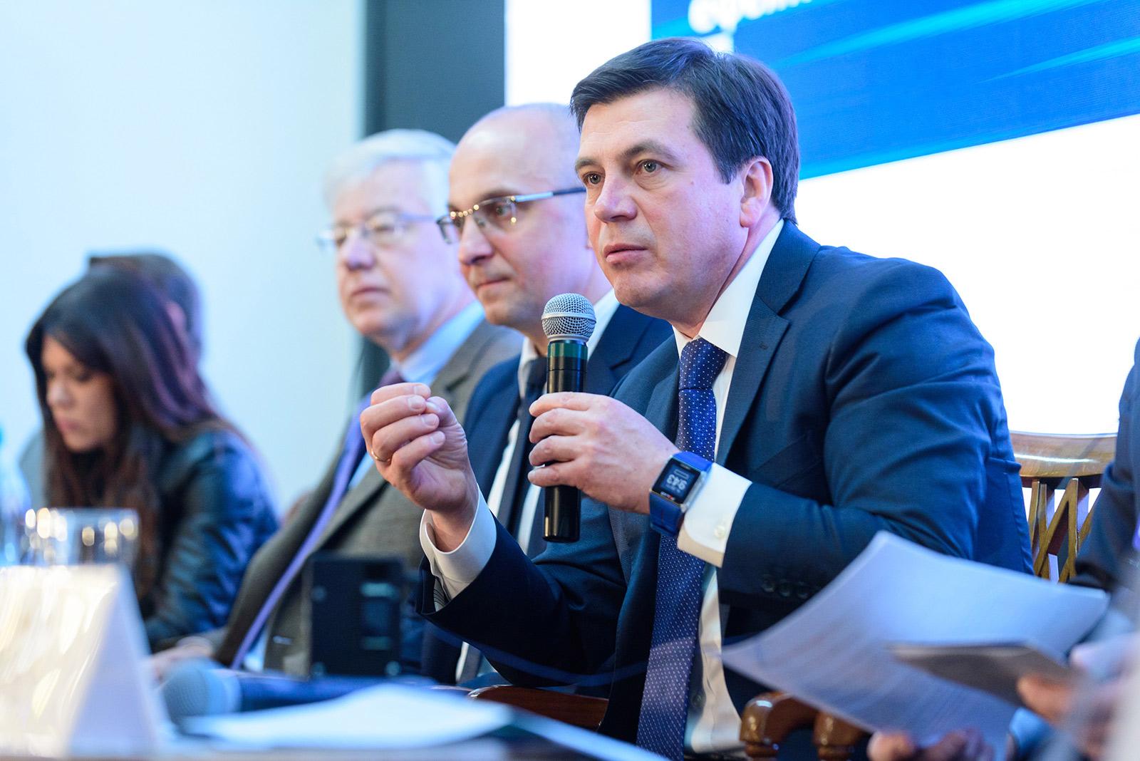 Віце-прем'єр-міністр – Міністр регіонального розвитку, будівництва та ЖКГ України Геннадій Зубко